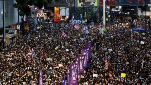 中国人「なぜ香港人は中国に反抗的なのか?」