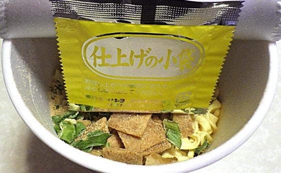 6/22発売 坂内食堂 喜多方本店監修中華そば(内容物)