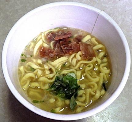 6/7発売 麺神カップ 極旨塩豚骨(できあがり)