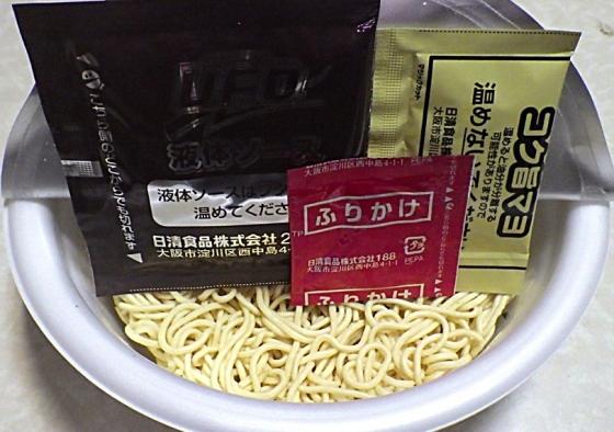 7/5発売 日清焼そば U.F.O. 夏めん お好み焼味焼そば(内容物)