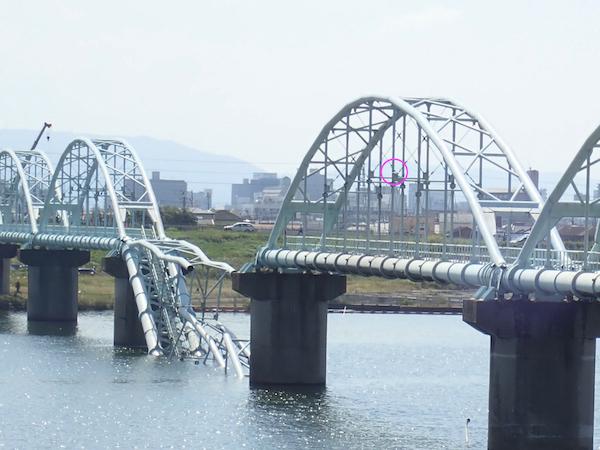 崩落した水道橋