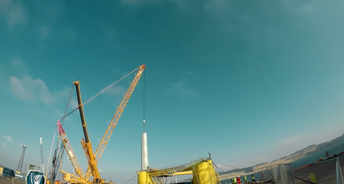 世界最大の浮体式洋上風車-11