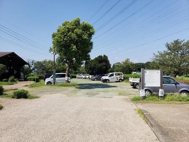 蟹ヶ谷公園の駐車場