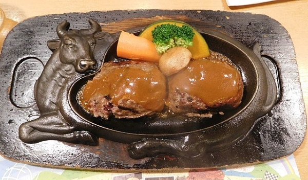 640px-Genkotsu_Humburg_Steak,_Sawayaka