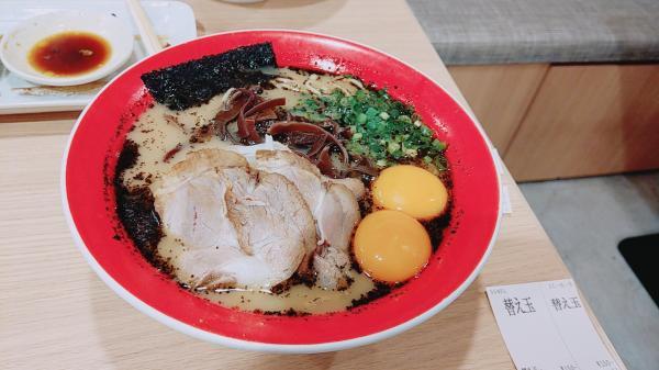 【閲覧注意】九州人間「ラーメンといったらトンコツだし、ラーメンの卵といったらなまたまご」←これ