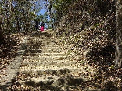松山城への登り道