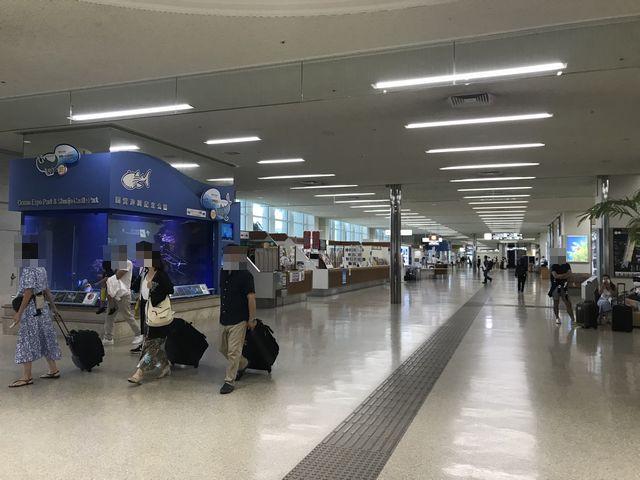 那覇空港1F到着ロビー.jpg