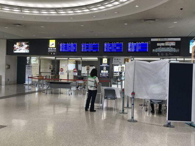 那覇空港1F到着口.jpg