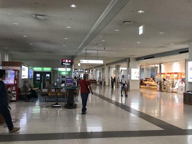那覇空港お店2.jpg