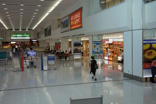 鹿児島空港2F出発フロア.jpg