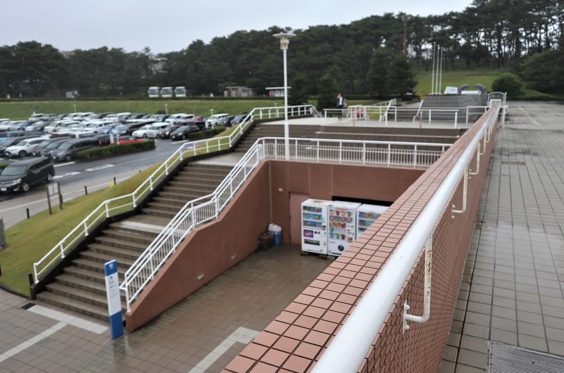 アクアワールド駐車場から上がる階段