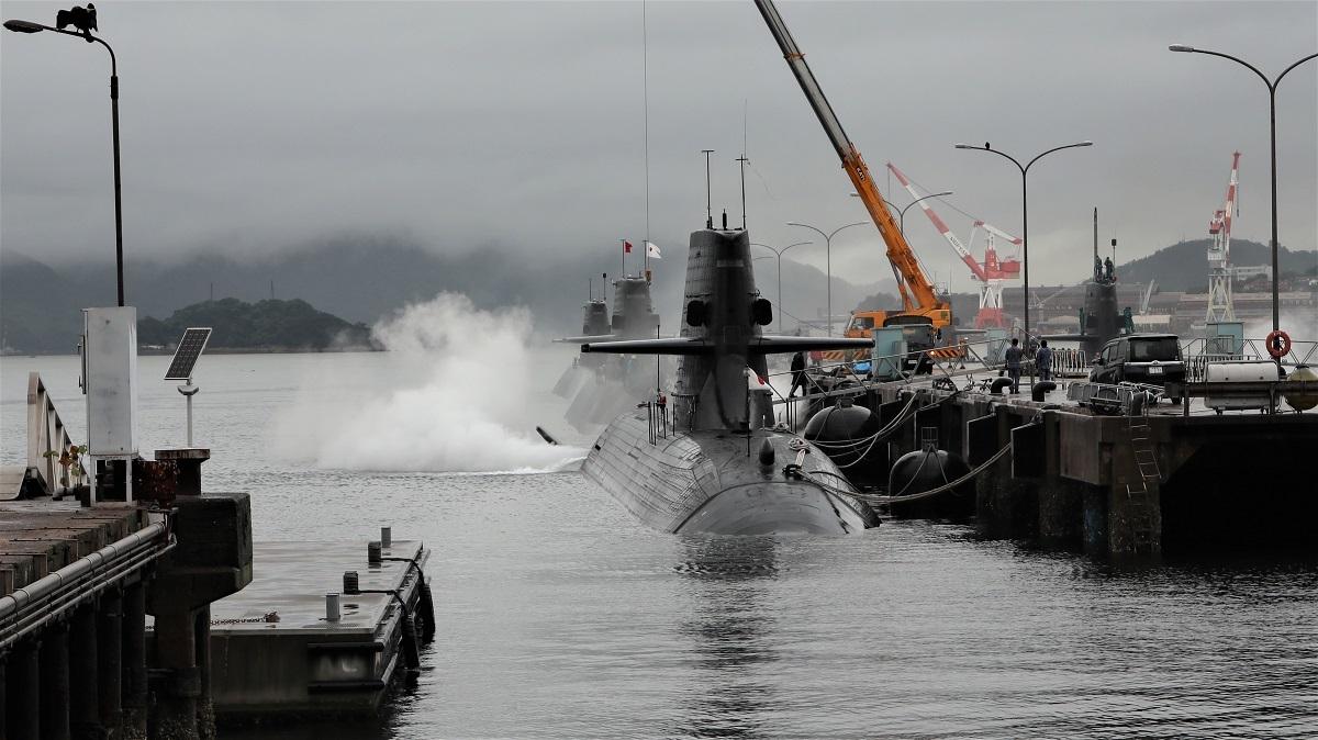 アレイからすこじま潜水艦